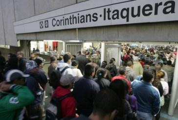 A decisão absurda de mudar o horário do metrô paulista em dias de jogo para atender a Globo