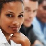 Mulheres negras recebem até 172% menos