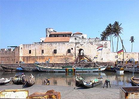 Fortaleza de São Jorge da Mina, em Gana: ponto de partida de escravos (foto: Dave Ley/Wikipedia)