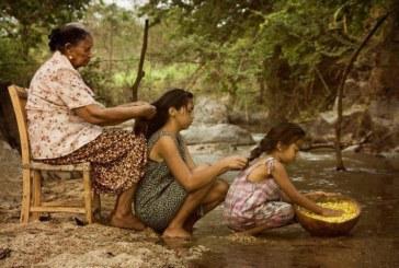 Palavras de avó: quando uma mulher estiver triste o melhor a fazer é trançar o seu cabelo