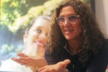 """""""No Brasil, ainda é normal homem pisar em mulher, branco em preto e rico em pobre"""", diz Anna Muylaert"""