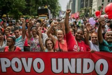 Frente Povo sem Medo reúne 60 mil em protesto na Avenida Paulista contra Cunha e ajuste fiscal. Jornais dão 600!