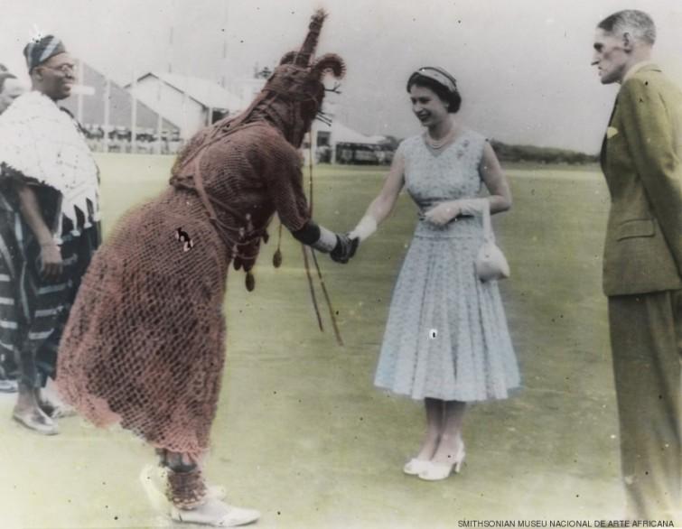 A Rainha Elizabeth encontra o oba.