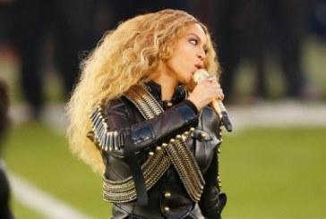 """Americanos promovem boicote à Beyoncé após ela afrontar a polícia branca no Super Bowl com """"Formation"""""""