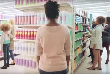 Marca incentiva mulheres negras a quebrar padrões de beleza