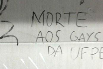 Pichação no banheiro da UFPE lança discurso de ódio contra os gays