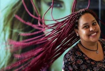Mulheres descobrem a beleza de manter os cabelos naturalmente crespos