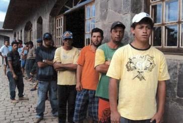 """Juíza diz que trabalhadores são """"viciados"""" e defende retenção de documentos"""