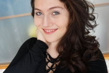 'Saí do casulo': Transexual brasileira supera preconceito e faz sucesso no YouTube