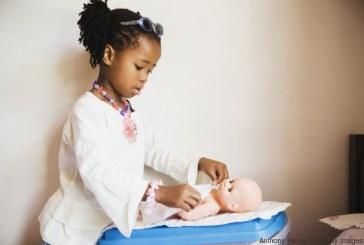 Apenas 3% das bonecas à venda em lojas virtuais no Brasil são negras, aponta estudo
