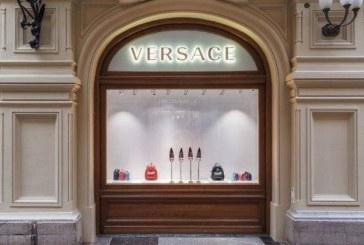 """Versace é processada por usar """"código"""" quando clientes negros entram em loja"""