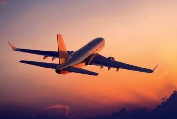 Comissária de bordo salva jovem vítima de tráfico humano em voo nos EUA