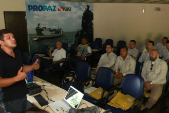 Taxistas participam de curso sobre direitos da comunidade LGBT no Pará