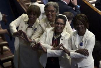 Por que mulheres usaram branco durante o discurso de Trump no Congresso