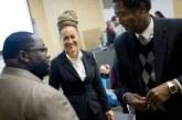 Americana branca que se passou por negra se diz 'transracial'