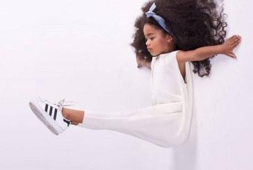 'Rapunzel' de 6 anos mostra que cabelo crespo comprido tem muito estilo