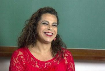 Megg de Oliveira, travesti conquista doutorado com tese sobre racismo e homofobia