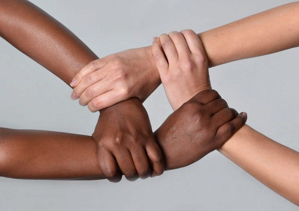 Resultado de imagem para mãos contra racismo