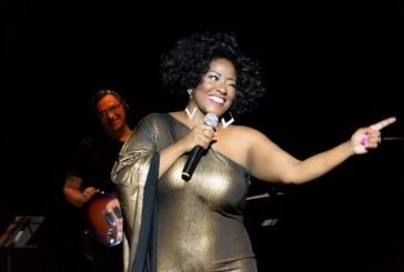 54 anos de Whitney Houston – Vanessa Jackson vive a cantora em musical