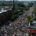 Marcha contra racismo esmaga protesto pela liberdade de expressão em Boston