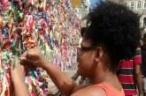 Em busca de valorização dos cabelos crespos e cacheados, negras e negros se unem para reforçar identidade: 'A estética é um ato político'