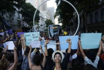 Mulheres fazem ato contra PEC do aborto no Centro do Rio