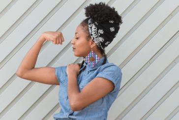 """Filha de Mano Brown expõe racismo: """"Ninguém passa a mão no seu cabelo""""."""