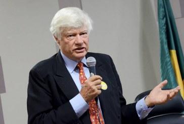 Escandalizado, Geoffrey Robertson denunciará julgamento de Lula à ONU