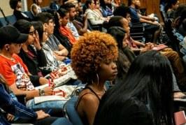 """Uneafro inicia curso """"Jovens promotores de direito anti-discriminatório"""" com sala cheia"""