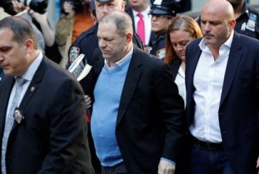 Harvey Weinstein se entrega para polícia e vai responder por acusações de assédio