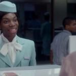Atriz Michaela Coel, de Black Mirror,  relata racismo em voo: 'Pediram para eu limpar a sujeira'