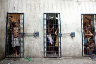 Brasil, terceira maior população carcerária, aprisiona cada vez mais
