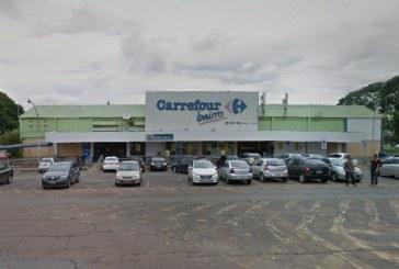 Homem é acusado de injúria por chamar caixa de supermercado de 'negra incompetente', em Brasília