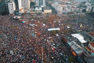 Manifestantes tomam o Largo da Batata, em SP, para lutar contra o fascismo