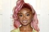 Atriz negra rebate após críticas por cabelo rosa 'não combinar com sua cor'