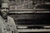 De trajetória pessoal conturbada, Lonnie Holley foi das esculturas de lixo às canções de uma América desprezada