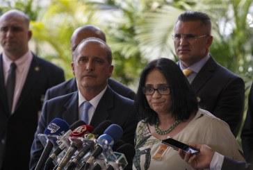 """Antonia Pellegrino: """"Presidente fundiu ministérios em uma só pasta: a das declarações bizarras"""""""