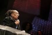 Ela transformou sua indignação em luta contra o racismo