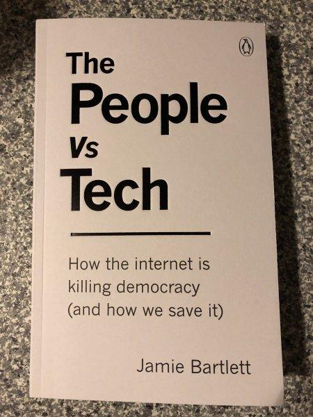 """Jamie Bartlett é autor do livro """"O povo vs tecnologia- como a internet está matando a democracia – e como podemos salvá-la"""", em tradução livre - Imagem: Pública"""