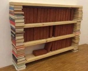 Estante deita de livros