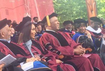 Bilionário promete pagar dívida de formandos negros em universidade nos EUA