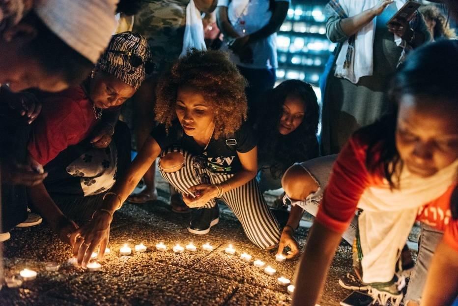 Vigília em Tel Aviv homenageia adolescente morto pela polícia. Foto: Jonas Opperskalski / The New York Times