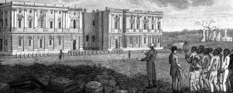Ilustração em preto e branco onde pessoas olham para os destroços do Capitólio em Washinton, em 1814