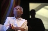 'A morte é uma coisa balsâmica', diz Gilberto Gil em volta de talk show