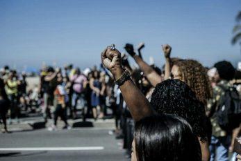 """ENTREVISTA : """"Nenhuma mulher negra sabe o que é viver uma vida livre do racismo, só conseguimos imaginar"""", diz pesquisadora"""