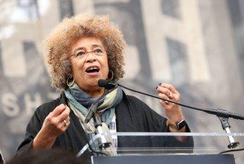Há elo direto entre luta dos negros e dos LGBTs, diz Angela Davis