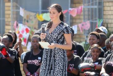 """""""Estou aqui como mãe, mulher, negra e sua irmã"""", disse Meghan em visita à África do Sul"""