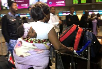 Nigerianos que fogem da violência na África do Sul começam a deixar o país