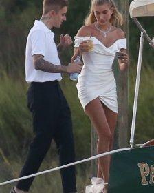 Justin Bieber ile evlenen Hailey Baldwin gelinlik giydi