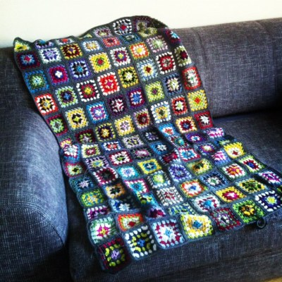 neues von der grannysquare decke. Black Bedroom Furniture Sets. Home Design Ideas